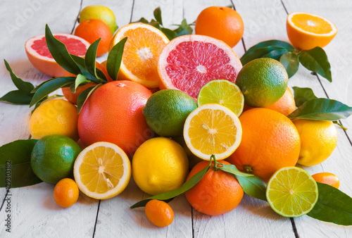 Various citrus fruits (orange, grapeftuit, lemon, mandarine, lime) - 129303182