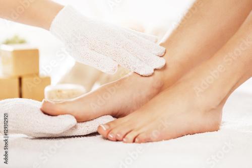 Kobiety w Spa Ciesząc się pielęgnacją stóp