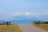 公園のウォーキングコース 瀬戸内海と小豆島が背景