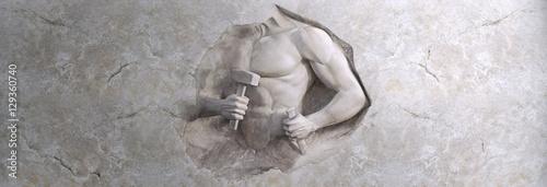 Akt męskiej siły - rzeźba w marmurze