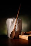 cappello da cuoco con cucchiaio in legno - 129411316