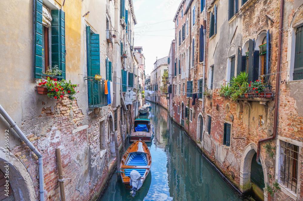 Recess Fitting Narrow Canal In Venice Nikkel Art