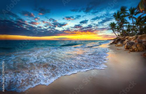 Fototapety, obrazy : Sunrise over the beach