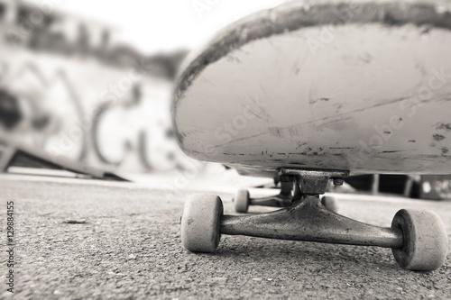 Plakat under the skateboard