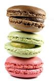 bunte Macarons isoliert auf weißem Hintergrund