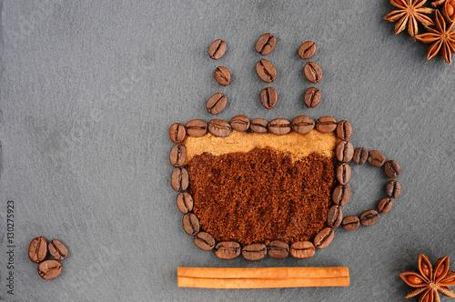 fondo-con-cafe-vista-superior-de-cafe-tostado-y-molido-a-un-fondo-de-granos-de-cafe-enteros-sin-moler-hermoso-fondo-de-cafe