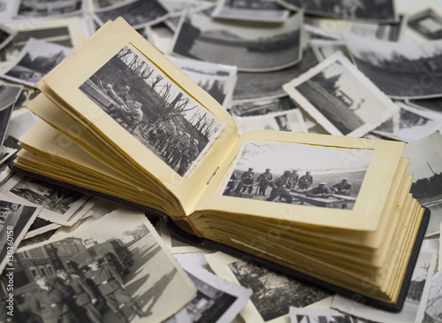 Poster altes fotoalbum mit bildern vom krieg 1940