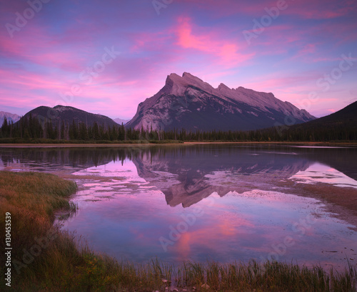 Foto op Plexiglas Purper Vermillion Lakes Sunset