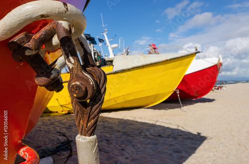 Kolorowe łodzie rybackie w Chłopach Poster