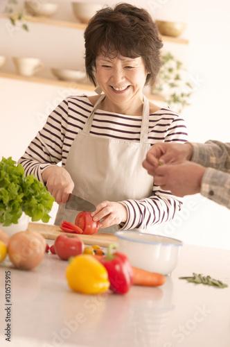 Poster 料理をするシニア女性