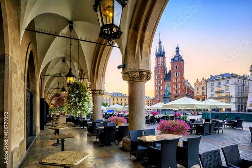 Zdjęcia na płótnie, fototapety na wymiar, obrazy na ścianę : St Mary's Basilica and Main Market Square in Krakow, Poland, on sunrise