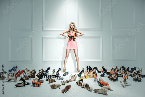 Spoed canvasdoek 2cm dik Artist KB Conceptual image of a sensual lady with hundreds of shoes