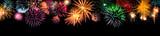 Großes Feuerwerk an Silvester als Panorama Hintergrund
