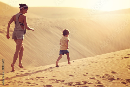Deurstickers Canarische Eilanden Mother with son running in a desert in Gran Canaria