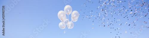 Foto Murales Palloncini che volano e coriandoli alla festa