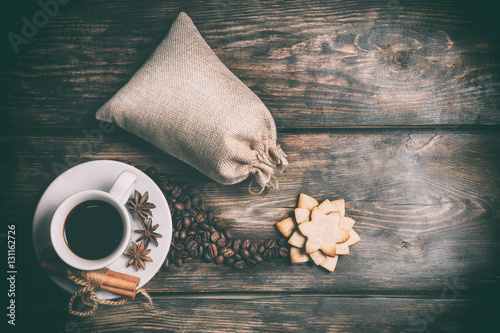 Poster Coffee composition with black coffee, cinnamon and cookies on the old wooden