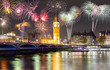 Feuerwerk über dem Big Ben und Westminster Brücke in London - 131233301