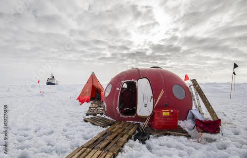 Foto op Aluminium Antarctica Ice camp of a polar research expedition