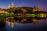 Wieczorne odbicie Wawelu w Wiśle - 131332791