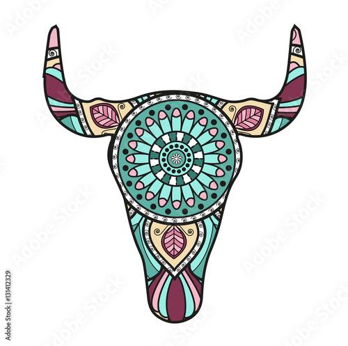 Vector illustration of a decorated bull's head mandala, testa di toro mandala colorata vettoriale