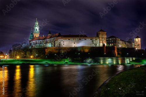 Wawel w Krakowie nocą.