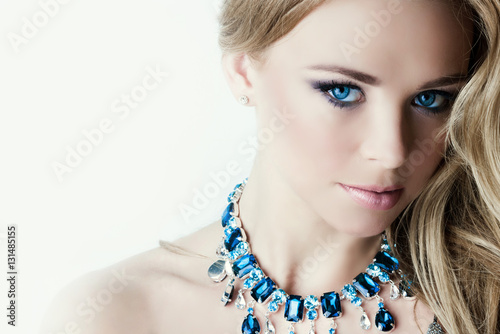 Poszter Woman with necklace
