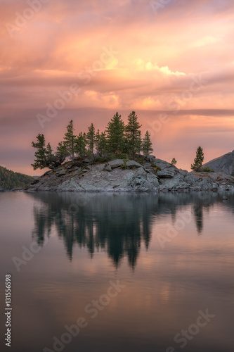 Staande foto Zalm Rocky Island With Pine Trees On The Mountain Lake At Sunset, Altai Mountains Highland Nature Autumn Landscape Photo