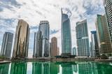 Wieże Jumeirah Lakes w Dubaju, w Zjednoczonych Emiratach Arabskich