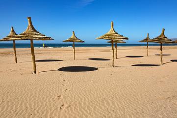 Au bord de l'océan vers Taghazout au nord d'Agadir - Maroc © panosud360