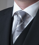 Detalle de traje masculino