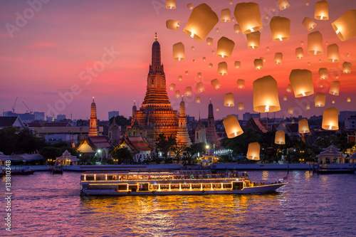 Poster Wat arun and cruise ship in night time and floating lamp in yee peng festival un