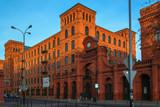 zabytkowe budynki z czerwonej cegły w Łodzi, Polska - 131819131