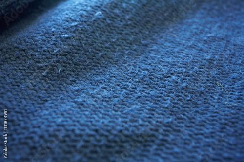 Poster Maglione blu infeltrito con pilucchi
