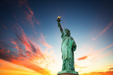 Fototapety New York City, The Statue of Liberty in a colorful sunset