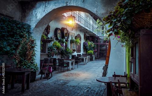 Zdjęcia na płótnie, fototapety na wymiar, obrazy na ścianę : Kazimierz street at night, Krakow, Poland
