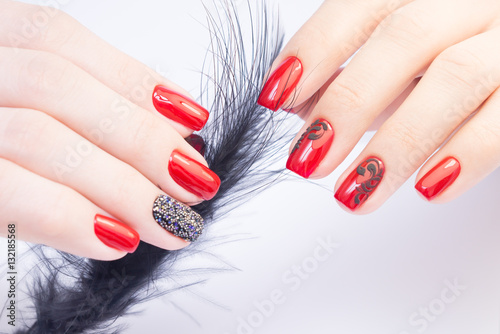 Papiers peints Manicure Amazing manicure and natural nails with gel polish. Attractive modern nail art design.