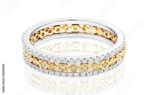 pierścionek z żółtą i białą diamentową biżuterią z rubinami i żółtymi szafirami