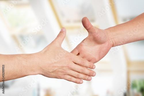 Männer reichen sich die Hände, Handschlag Poster