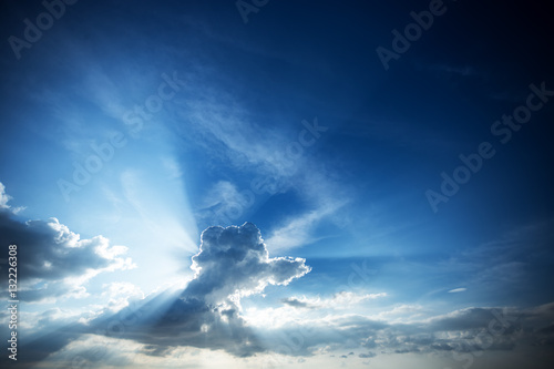 Poster Beautiful blue sky with cloud and rays of sun.