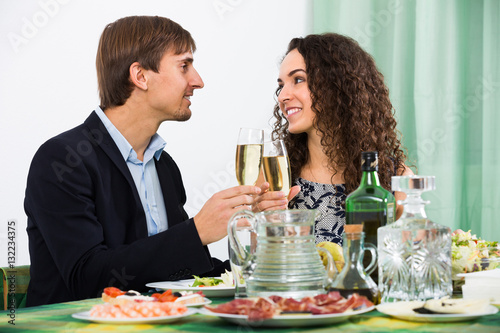Poster Couple having romantic dinner in home .