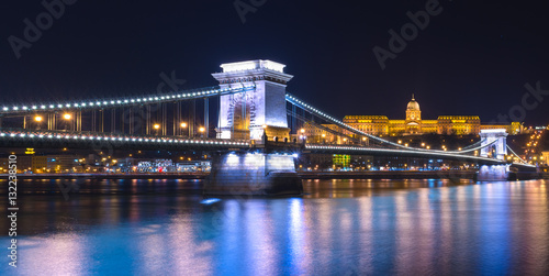 Poster Night view of the Chain Bridge in Budapest, Hungary