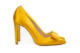 Zapatos amarillos taco aguja