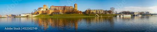Papiers peints Cracovie Famous landmark Wawel castle seen from Vistula, Krakow, Poland.