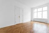 Zimmer, leerer Raum mit Parkettboden  - 132307354