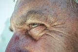Occhi di un uomo anziano - 132418381