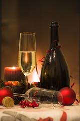 si festeggia davanti al caminetto acceso l'arrivo del nuovo anno