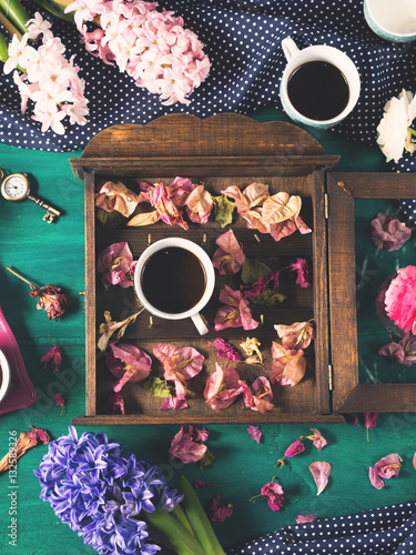 Poster Cups of espresso coffee and flowers on dark green winter fall background