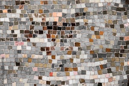 Mozaika ścienna w stylu vintage z neutralnym odcieniem szorstkich płytek