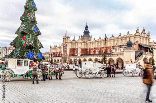 Fototapeta Fair in KRAKOW. Main Market Square and Sukiennice in the evening.