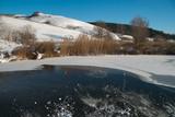 Larrivo della grande ondata di gelo in Italia. Lago di Colfiorito ghiacciato.